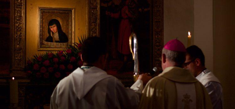 Monseñor Arturo Ros en la capilla de San Antonio Abad